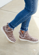 Load image into Gallery viewer, Plush Sneaker- LEOPARD