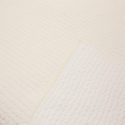Poppy Reversible Quilt- Ivory/White (Queen)