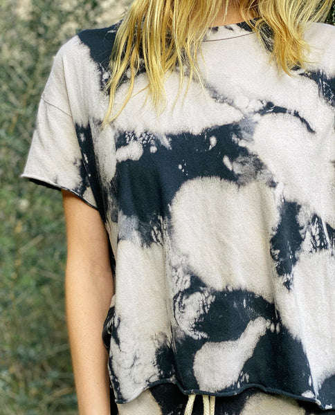 The Crop Tee. Novelty -- Black Cloud Wash