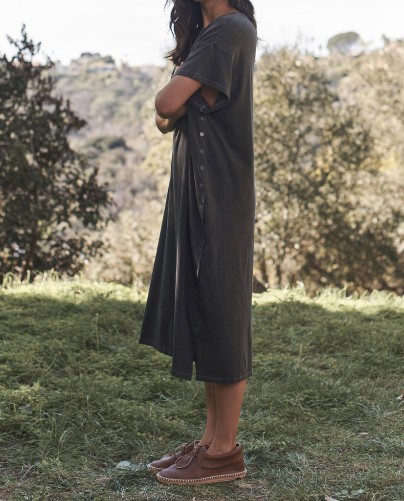 The Button Side Dress. -- WASHED BLACK