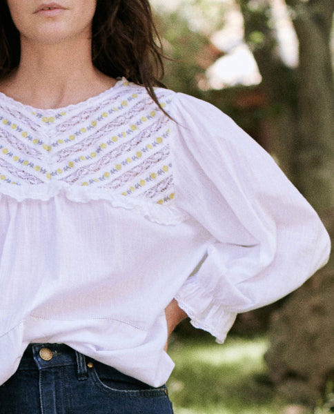 The Novel Top. -- WHITE WITH ROSE TRIM