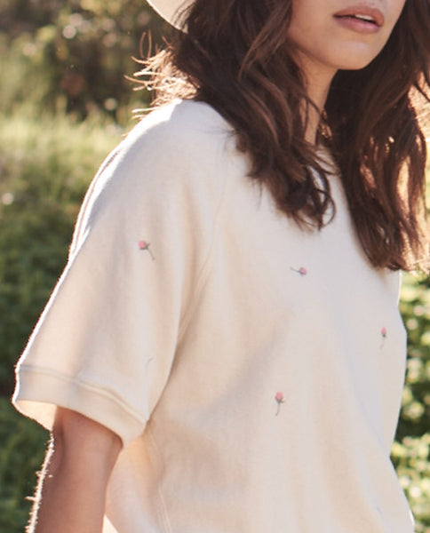 The Short Sleeve Sweatshirt. -- WASHED WHITE WITH SCATTERED ROSE EMBROIDERY