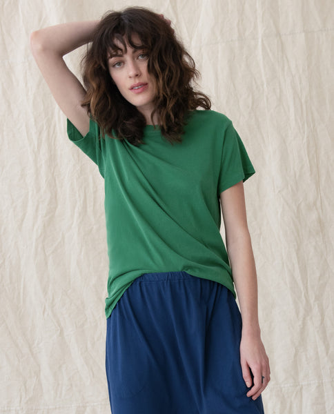 The Slim Tee. Solid -- BOTTLE GREEN