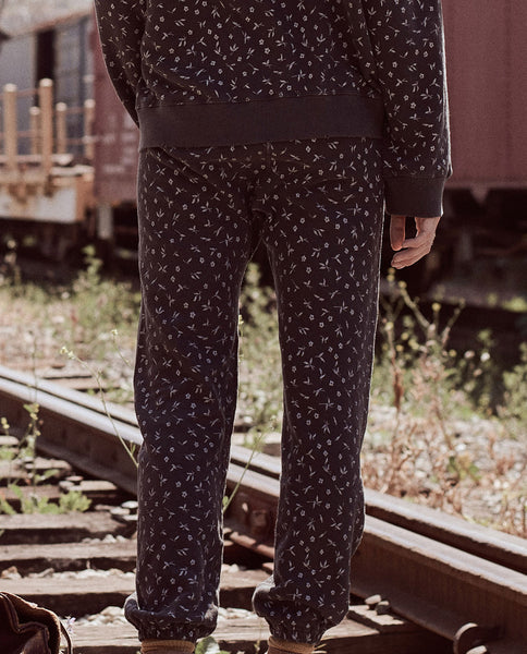 The Warm Up Sweatpant. -- WASHED BLACK DITSY FLORAL