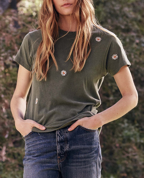 The Slim Tee. -- Pine with Daisy Embroidery