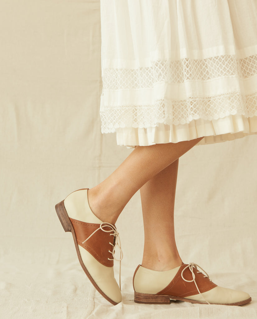 The Saddle Shoe. -- Cognac And Vanilla
