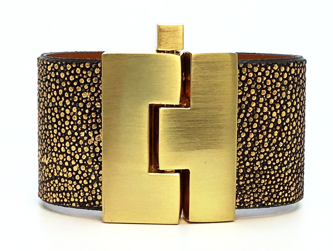 Wide Gold Hologram Stingray Jigsaw Cuff