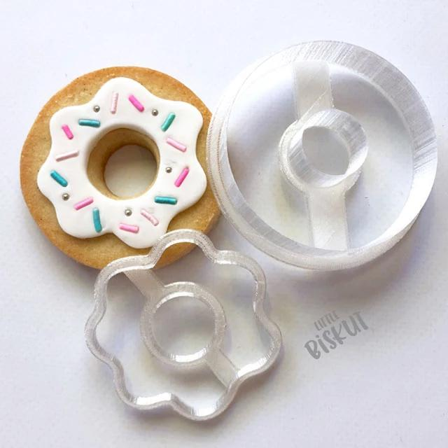 STAMP EMBOSSER WITH CUTTER 'LITTLE BISKUT' DONUT