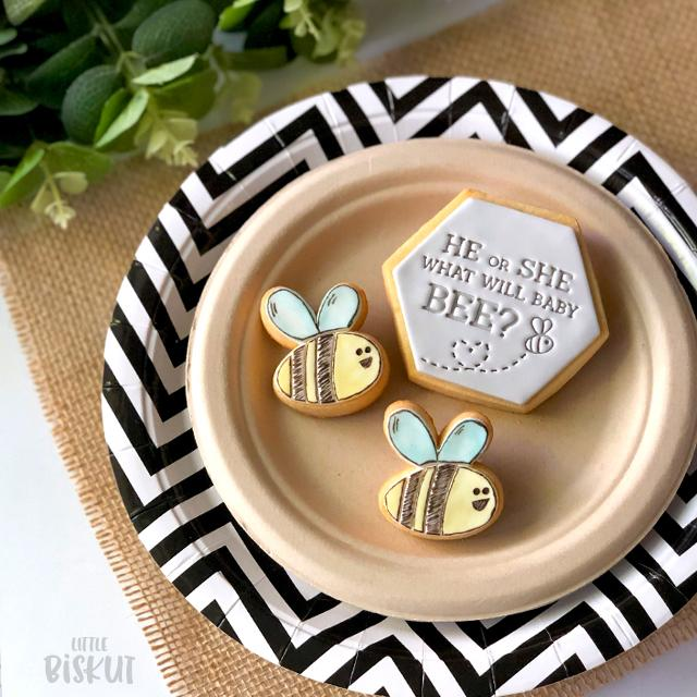 STAMP EMBOSSER 'LITTLE BISKUT' HE OR SHE WHAT WILL BABY BEE?