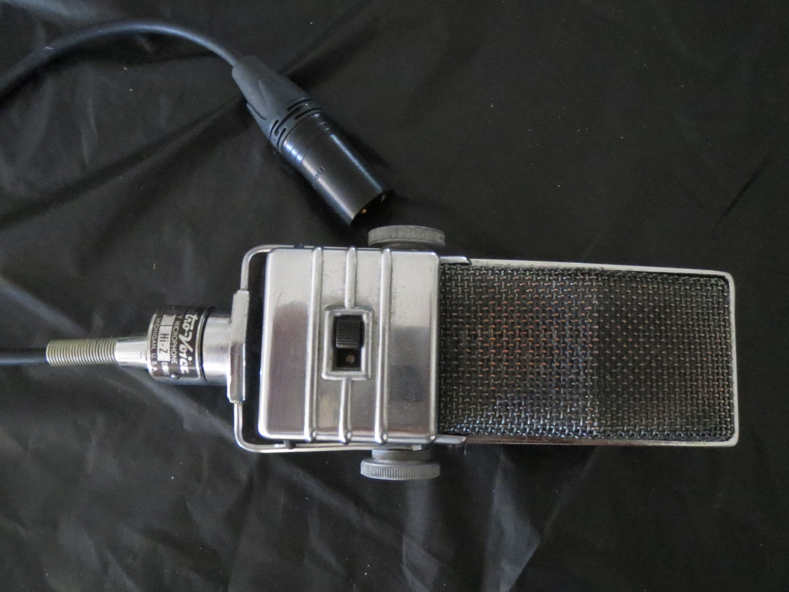 EV ELECTROVOICE V-1 VINTAGE RIBBON MICROPHONE WITH YOKE AND CABLE