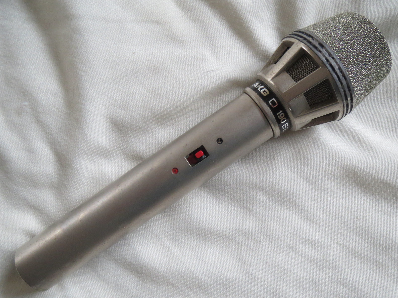 AKG D190ES VINTAGE DYNAMIC CARDIOID MICROPHONE WITH XLR CONNECTOR