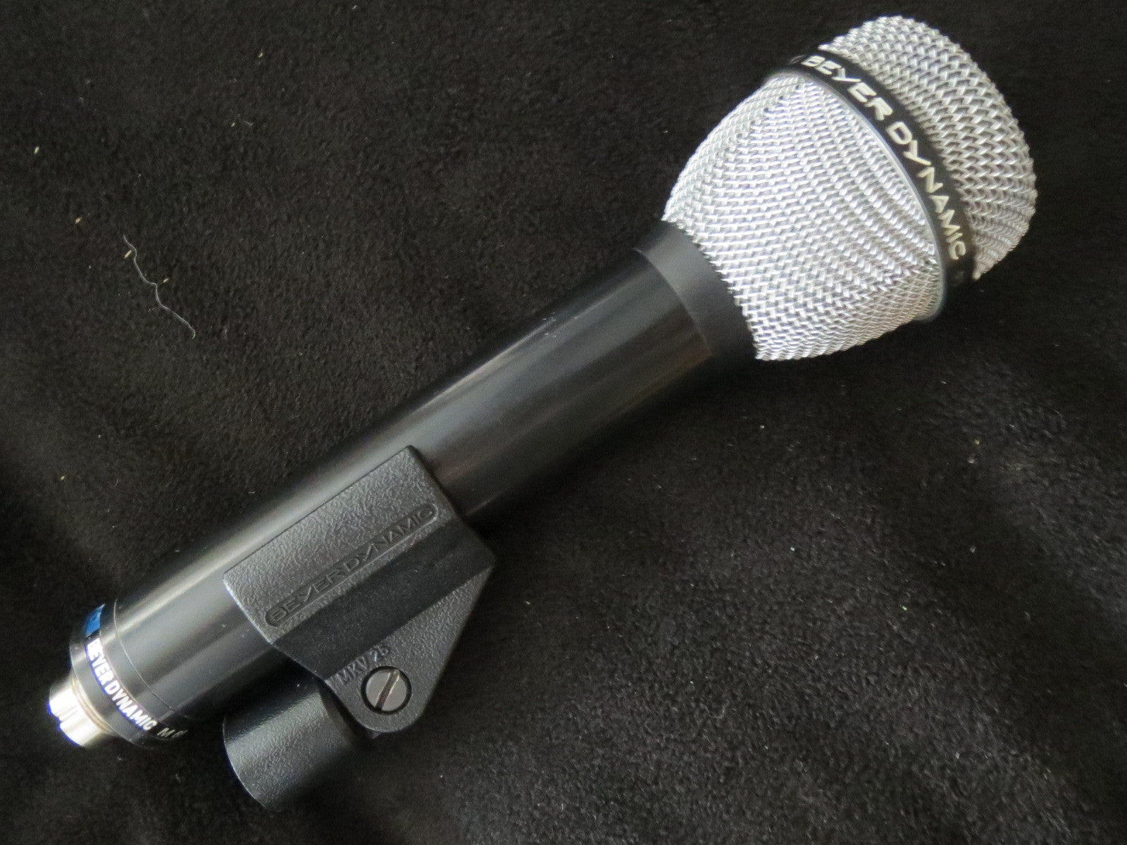 BEYER BEYERDYNAMIC M69 VINTAGE DYNAMIC CARDIOID MICROPHONE WITH XLR CABLE