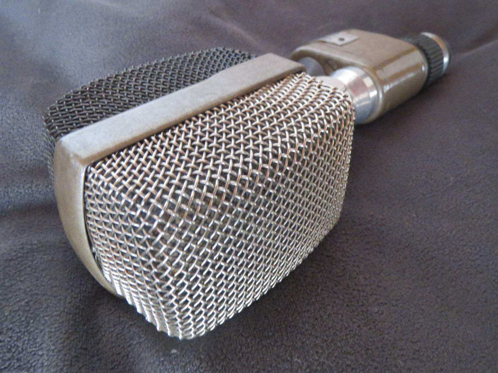 AKG D20 RARE VINTAGE DYNAMIC MICROPHONE INCLUDING XLR CABLE, SAME CAPSULE AS D12