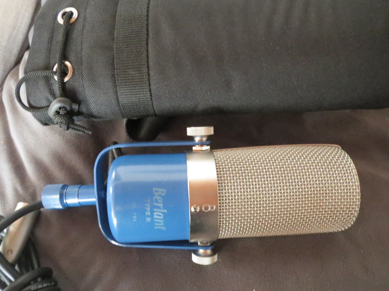 NEW BERLANT TYPE R RIBBON MICROPHONE WITH YOKE AND SOFT CASE