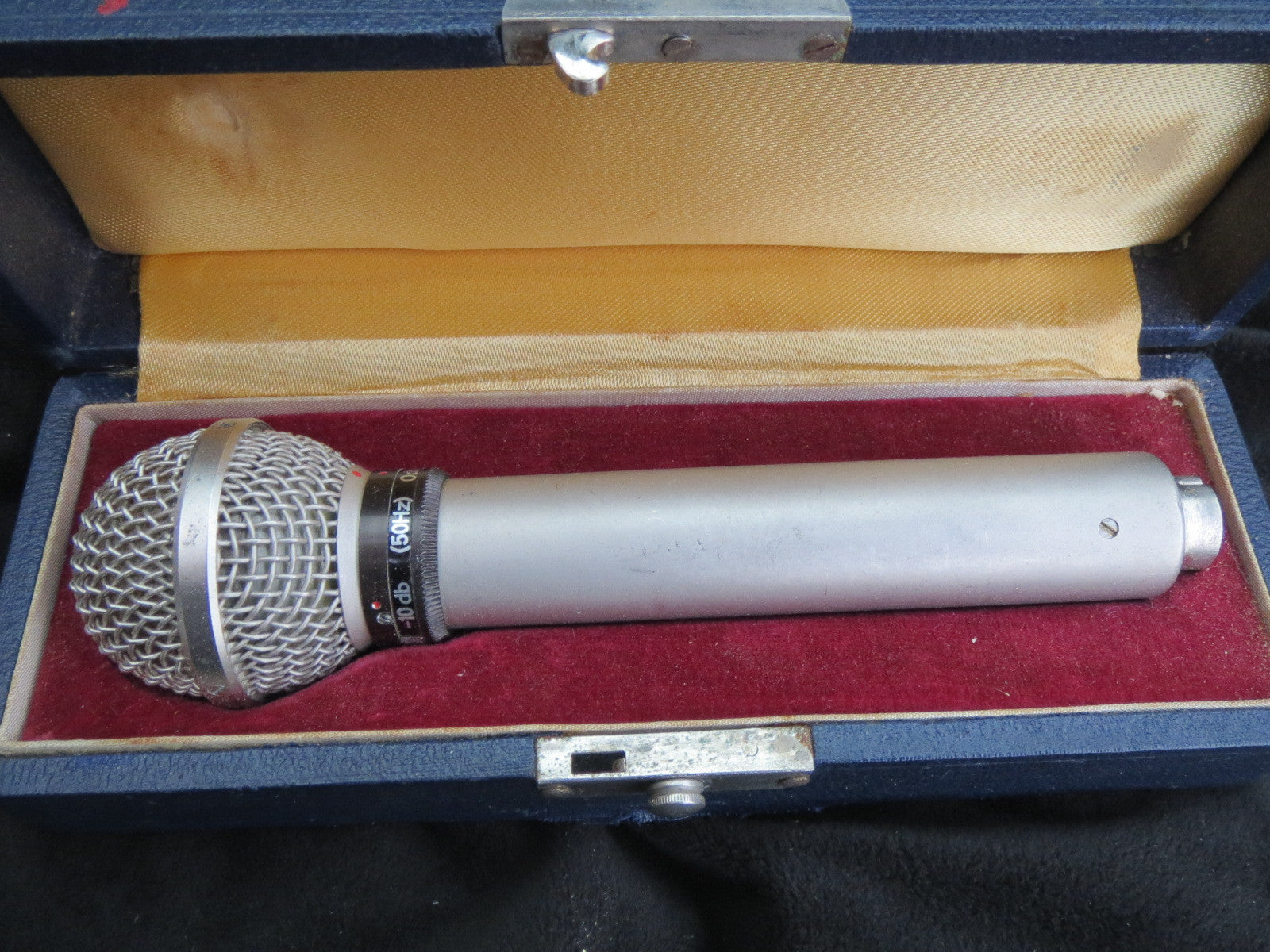 AKG/TELEFUNKEN D24/D19 RARE VINTAGE CARDOID DYNAMIC MICROPHONE W/CASE AND CABLE