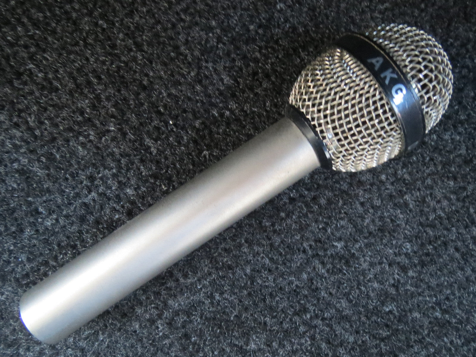 AKG D707 RARE VINTAGE DYNAMIC CARDIOID MICROPHONE WITH XLR CONNECTOR