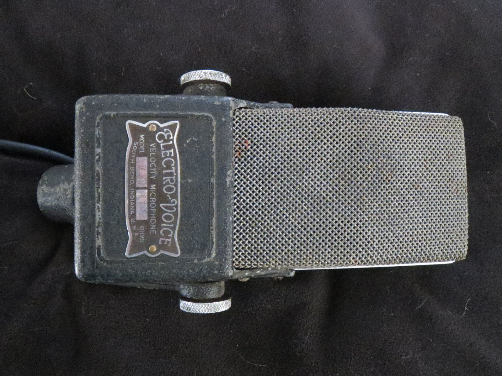 EV ELECTROVOICE V-2 VINTAGE RIBBON MICROPHONE W/YOKE & ATTACHED CABLE
