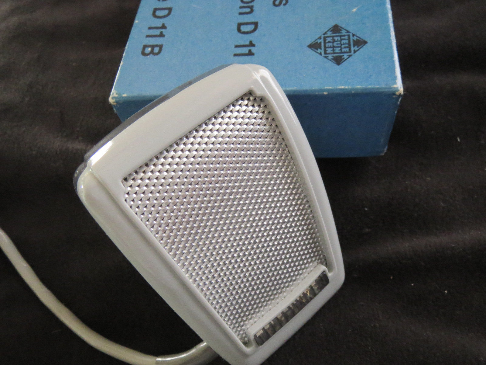 TELEFUNKEN D11B RARE VINTAGE DYNAMIC CARDIOID MICROPHONE WITH ORIGINAL BOX