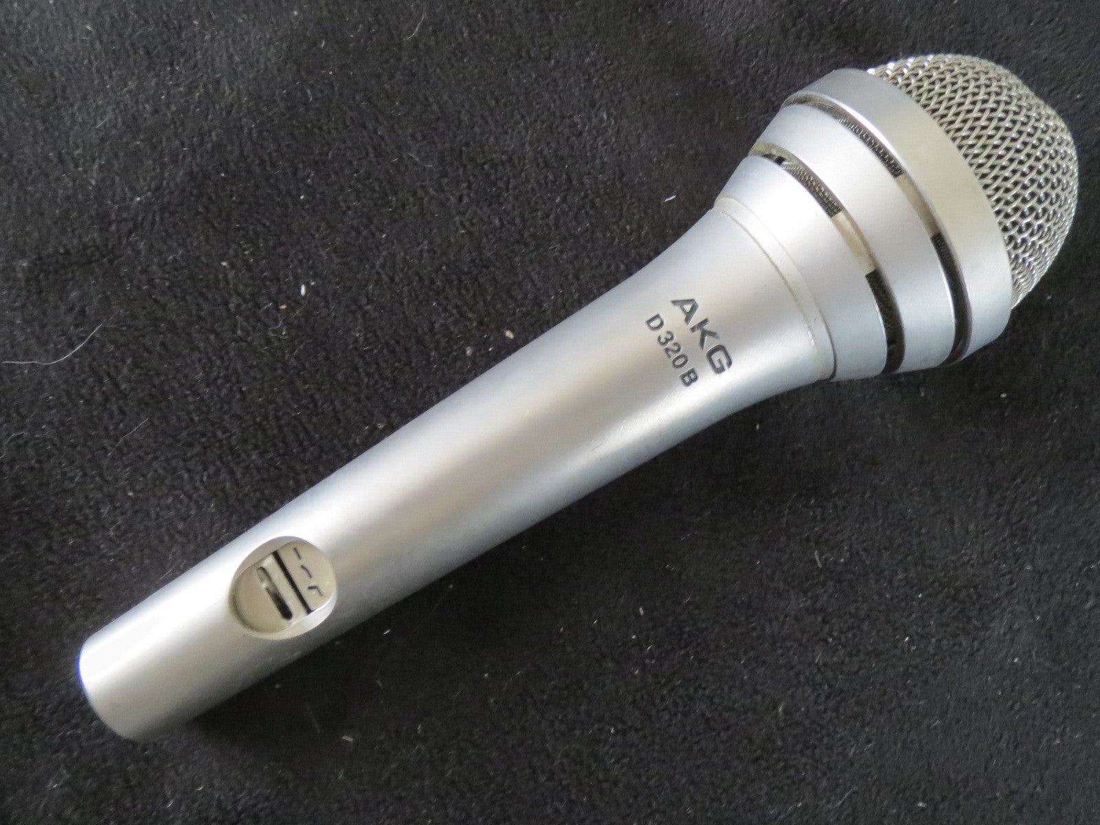 AKG D320B VINTAGE DYNAMIC CARDIOID MICROPHONE WITH XLR CONNECTOR