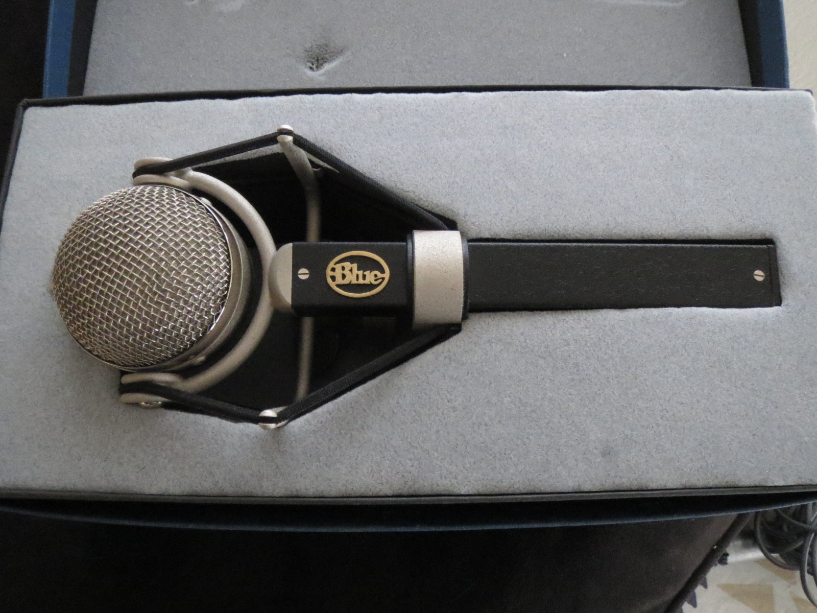 BLUE DRAGONFLY MICROPHONE WITH ORIGINAL BOX & SHOCK MOUNT