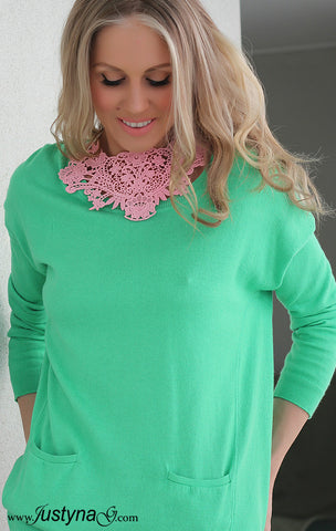 CANDY BLUSH CROCHET NECKPIECE