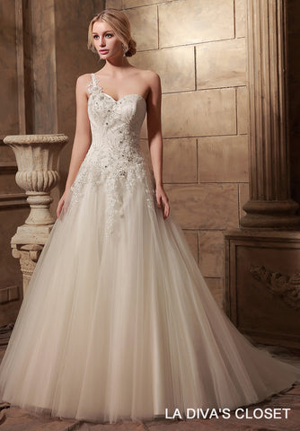 ONE SHOULDER TULLE SKIRT WEDDING DRESS WITH CRYSTALS APPLIQUES,