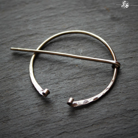 Viking Fibula Brooch in Sterling Silver. Delicate Ancient Pennanular Brooch or Shawl Pin. Holda.