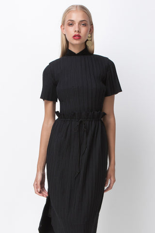 BLACK COTTON PLEAT TURTLE NECK TOP - BLACK