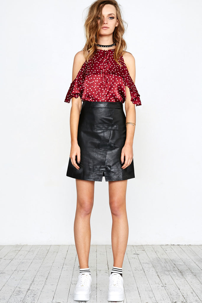 SPOT ON RUFFLE TOP - BURGUNDY