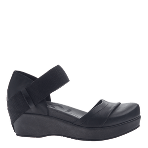 OTBT - WANDER OUT in BLACK Closed Toe Wedges WOMEN FOOTWEAR OTBT