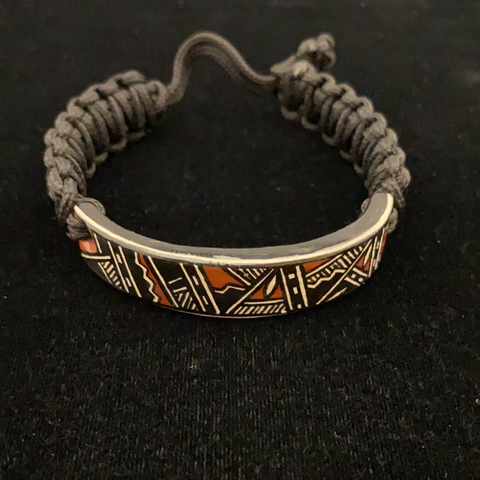 Ceramic and paracord cinch bracelet