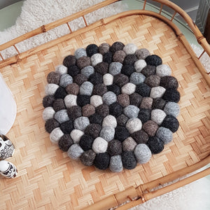 Shaded Felt Ball Trivet