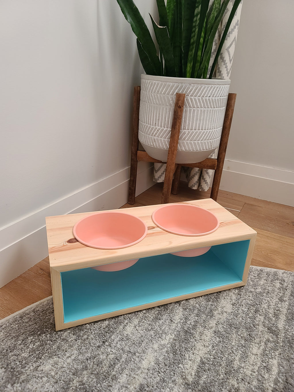 Elevated pet dishes