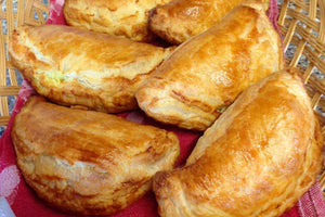 Pastizzi - Maltese pastries with Split Green Peas