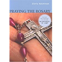 Praying the Rosary: Revised and Expanded to Include The Mysteries of Light Gloria Hutchinson (Paperback)