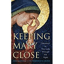Keeping Mary Close : Devotion to Our Lady Through the Ages Mike Aquilina ( Paperback )
