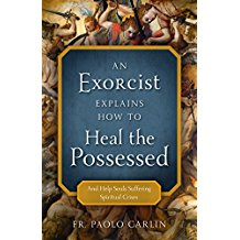 An Exorcist Explains How to Heal the Possessed: And Help Souls Suffering Spiritual Crises Fr. Paolo Carlin (Paperback)