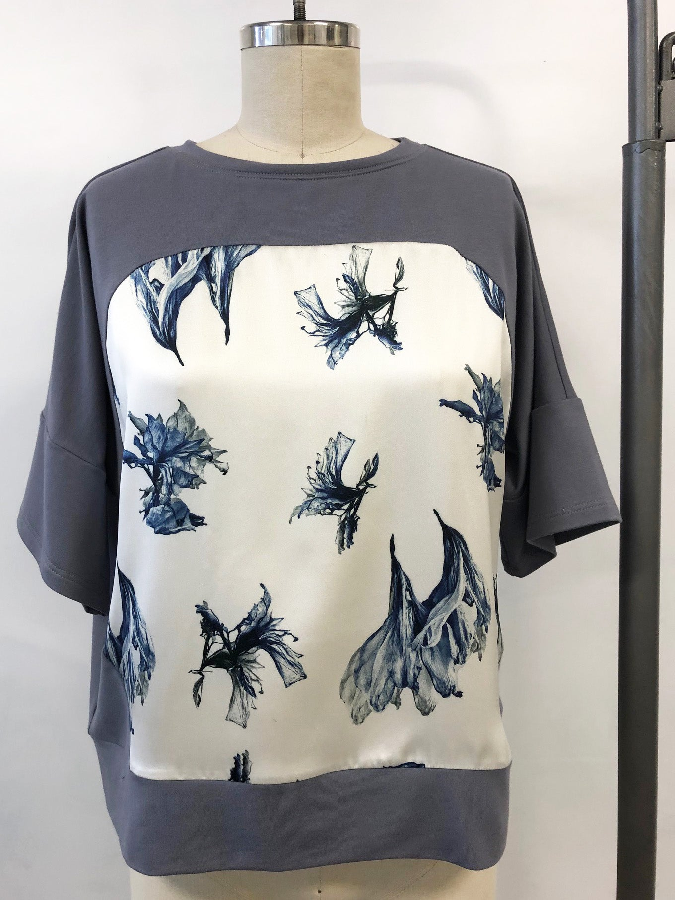 Short Sleeve Silk Sweatshirt Grey Amaryllis