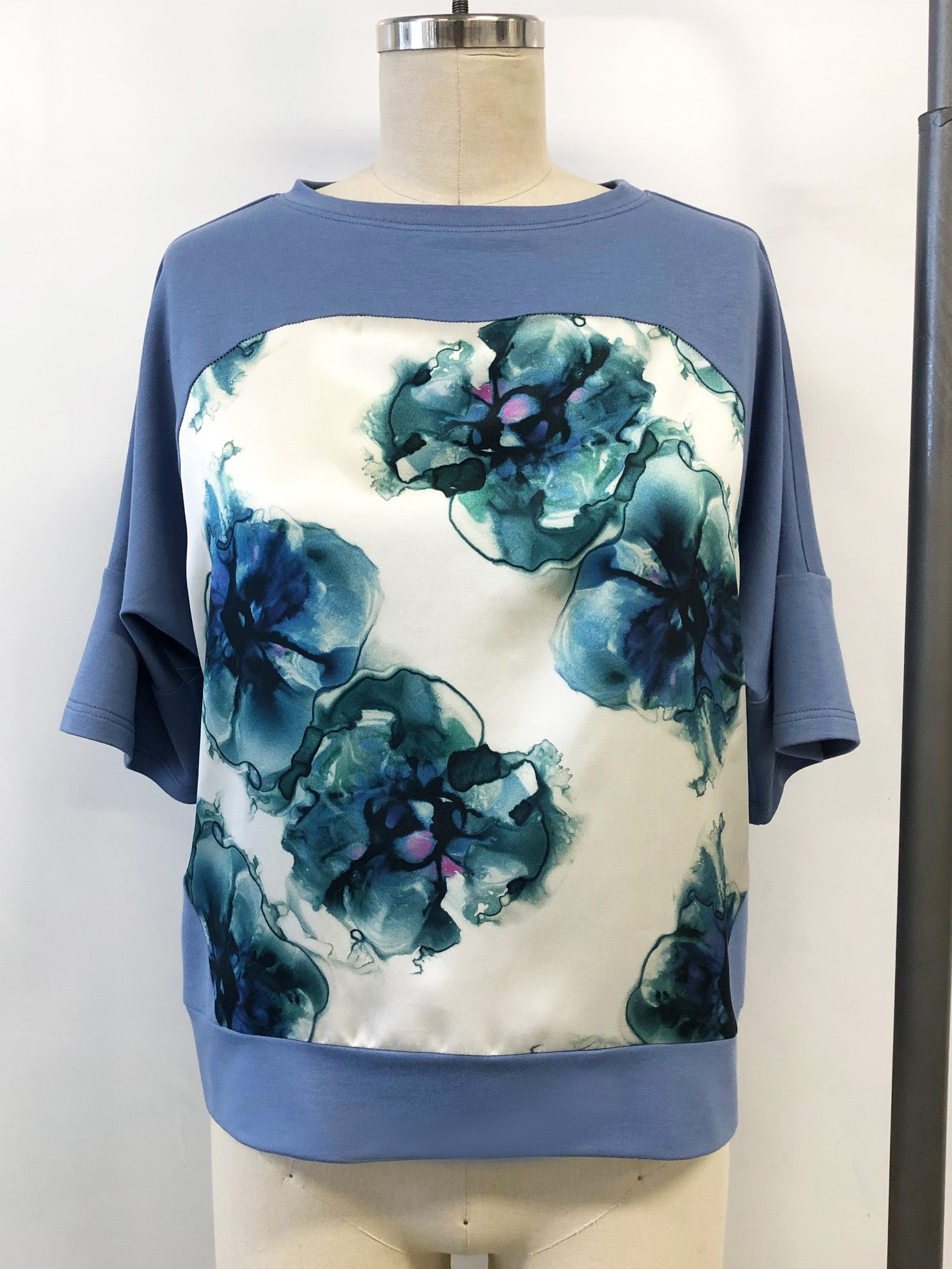 Short Sleeve Silk Sweatshirt Porcelain Violets