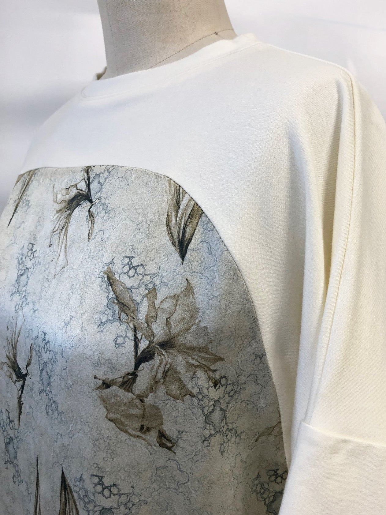 Short Sleeve Silk Sweatshirt Off White Syrian Amaryllis