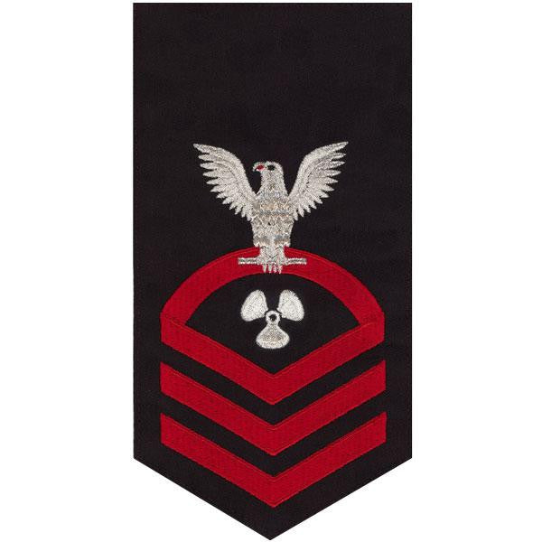 Navy E7 Rating Badge: Machinist's Mate - seaworthy red on blue