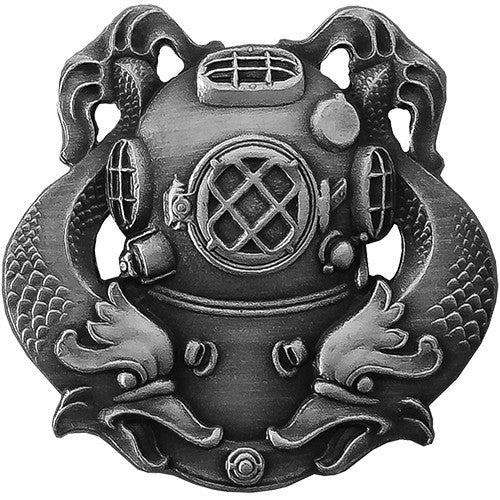 Badge: Diver First Class - regulation, oxidized