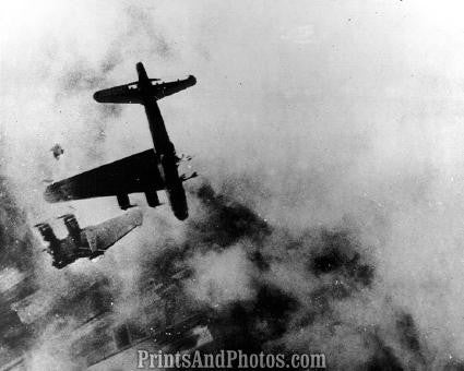 WWII FLYING FORTRESS Plane Crash  0824