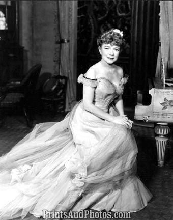 Actress HELEN HAYES  0827