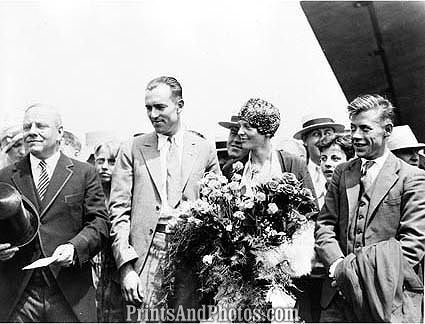 AMELIA EARHART Welcome Home  1085