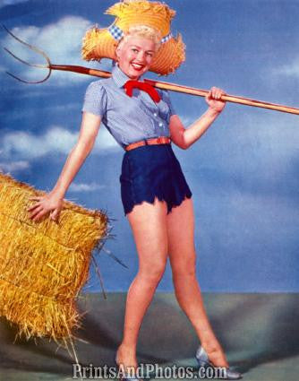 BETTY GRABLE Farmer Pinup 1126