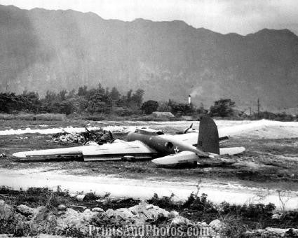 Wrecked B-17 Hawaii  1238