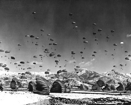 US ARMY Paratroopers in Flight  2346