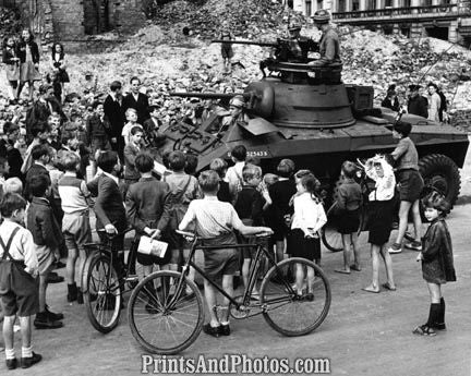 WW II US ARMY Children Surround Tank 2358