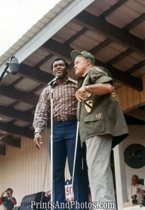Vietnam BOB HOPE  & VIDA BLUE  2438